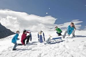 """Die ICE ARENA auf dem Kitzsteinhorn ist ein """"Spielplatz"""" mit Rutschbahnen und Zauberteppichen. Foto:Gletscherbahnen Kaprun AG."""