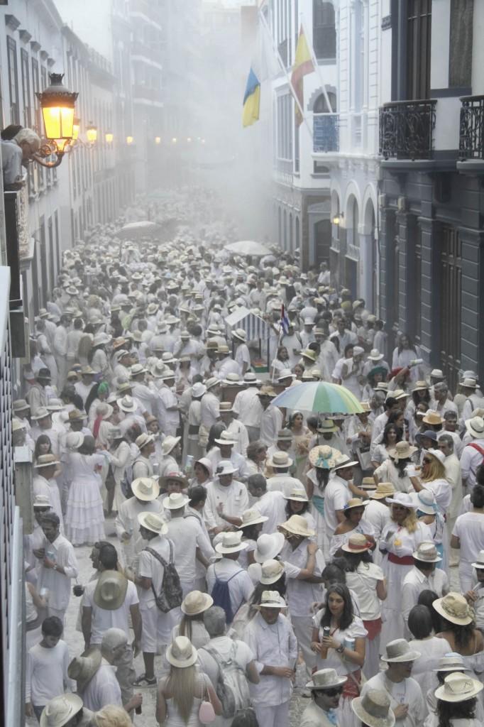 Weißes Puder-Inferno mitten in der Altstadt von Sta. Cruz