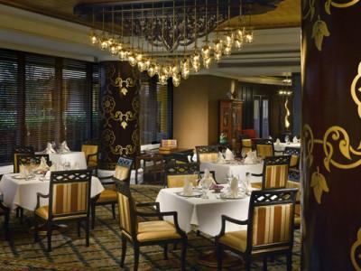 10_dthani-_restaurant_benjarong