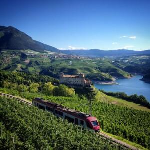 "Mit dem ""Trenino"" die Geschichte des Trentino auf Schienen kennenlernen. Foto: Archivio Fotografico APT Val di Non, APT Val di Sole, APT Trento, Monte Bondone, Valle dei Laghi - Trenino"