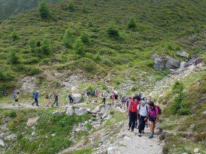 Für die Wanderungen mit Hans Kammerlander braucht es eine gute Ausdauer und Kondition. Bild: Bauroth