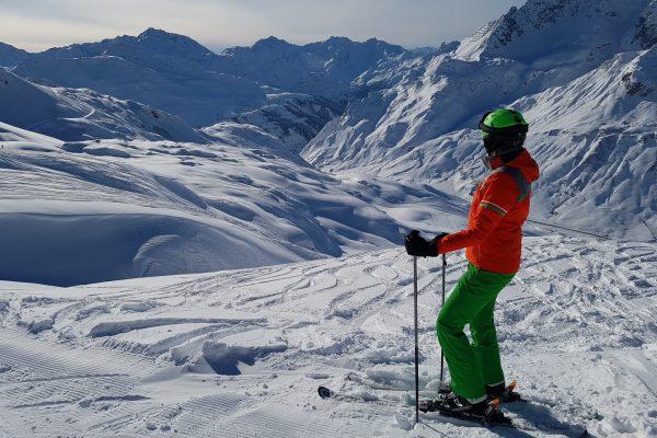 Traumtag: Der Blick vom Skigebiet in Zürs am Arlberg – gleich nach dem Ausstieg aus dem Hexenboden-Sechser.