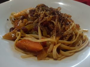Spaghetti mit Schokoladenraspeln? Warum nicht. Schmeckt fein.