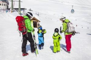 Familien-Skifahren in Serfaus. Foto: Robert Pupeter