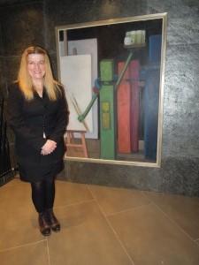 Evi Fersterer vor einem ihrer Gemälde