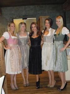 Kinga Mathe-Dirndl-Modenschau im Hotel
