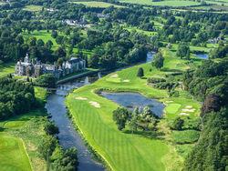 20 Autominuten von Limerick liegt  der 18-Loch-Platz mit dem Adare Manor Hotel & Golf Resort.