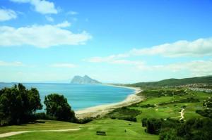 Blick vom Alcaidesa Links Course zum Felsen von Gibraltar.