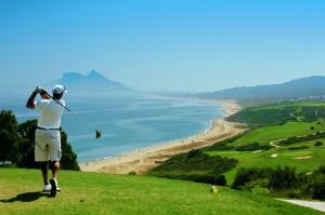 Aldiana Alcaidesa: Golfen  mit Blick auf den Felsen von Gibraltar.