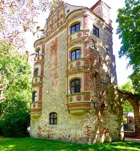 Altes Schloss Freyenstein mit Aborterker re 2016-09-02 Foto Elke Backert (1)