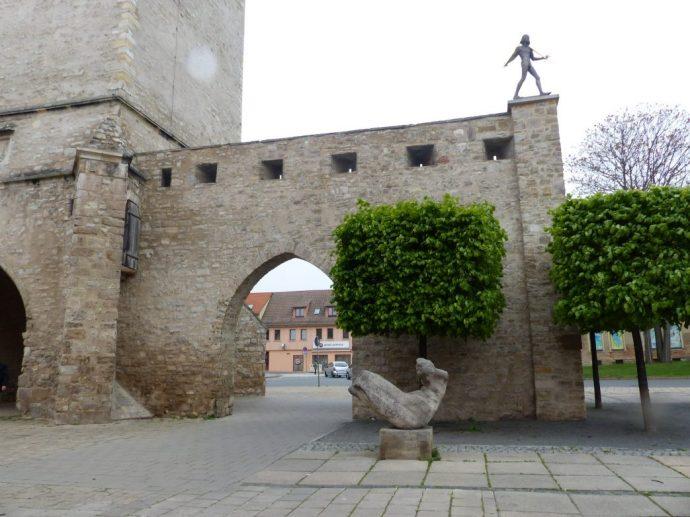 Stadttor mit Figur von Olearius