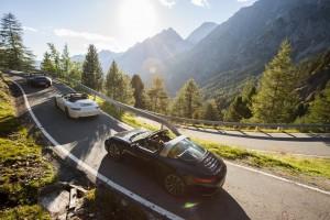 Nach der Golfrunde wartet eine Spritztour mit einem Porsche Cabrio.