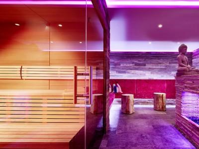 Ayurveda-Resort-Sonnhof_Honig-Sauna-mit-Lounge