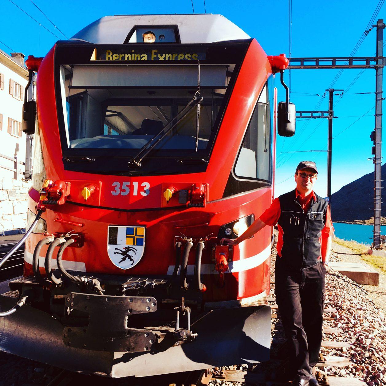 Lokführer Berni vor seinem Triebfahzeug Foto: Weirauch