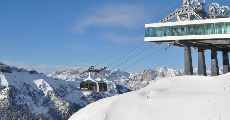 Schnell wie ein D-Zug: die neue Funifor-Seilbahn von Alba zur Sellaronda; Foto: Fotoarchiv Tourismusverband Val di Fassa