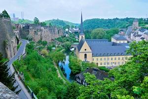 Die Festungsmauern und das Flüsschen Alzette schenken Luxemburg eine gewisse Romantik.