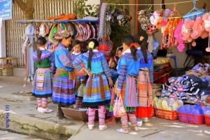 Blumen_Hmong-Mädchen_Harald_ Schmidt.bearbjpg