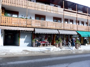 Cafe openair Schnee Cortina (1)