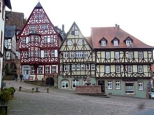 Churfranken  Miltenberg Marktplatz Schnatterloch (1)