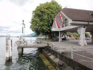 Von Luzern bis Stansstad geht es erstmal am Ufer des Vierwaldstättersees entlang.