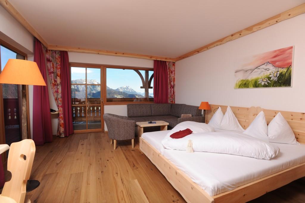 Die ca. 32 qm großen  neuen Naturzimmer mit Ausblick auf die Bergwelt.