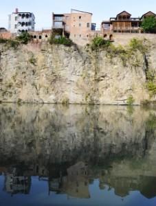 Die Häuserfront am Mtkvari (Fluss)4