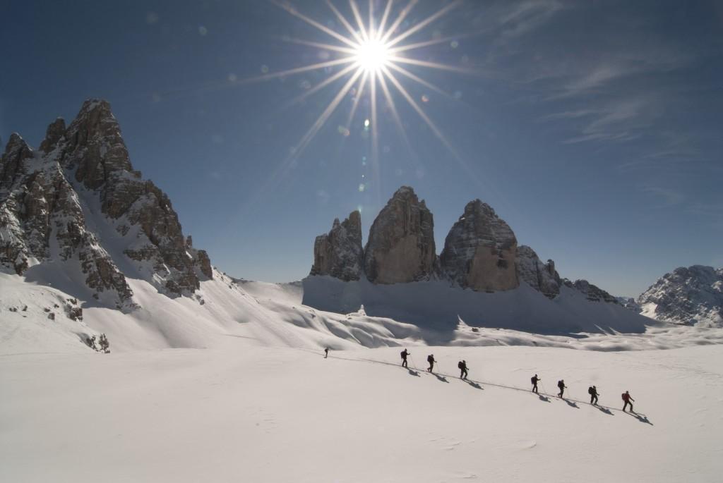 Skitouren unterhalb der Drei Zinnen - dem Wahrzeichen der Sextener Dolomiten. Foto: H. Oberhofer.