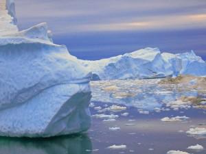 Eisberge in phantasievollsten Formen, am Fjord vor Ilulissat (c) N.Linz