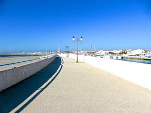 FR AROSA Ardeche Saintes-Maries Strandpromenade Jachthafen