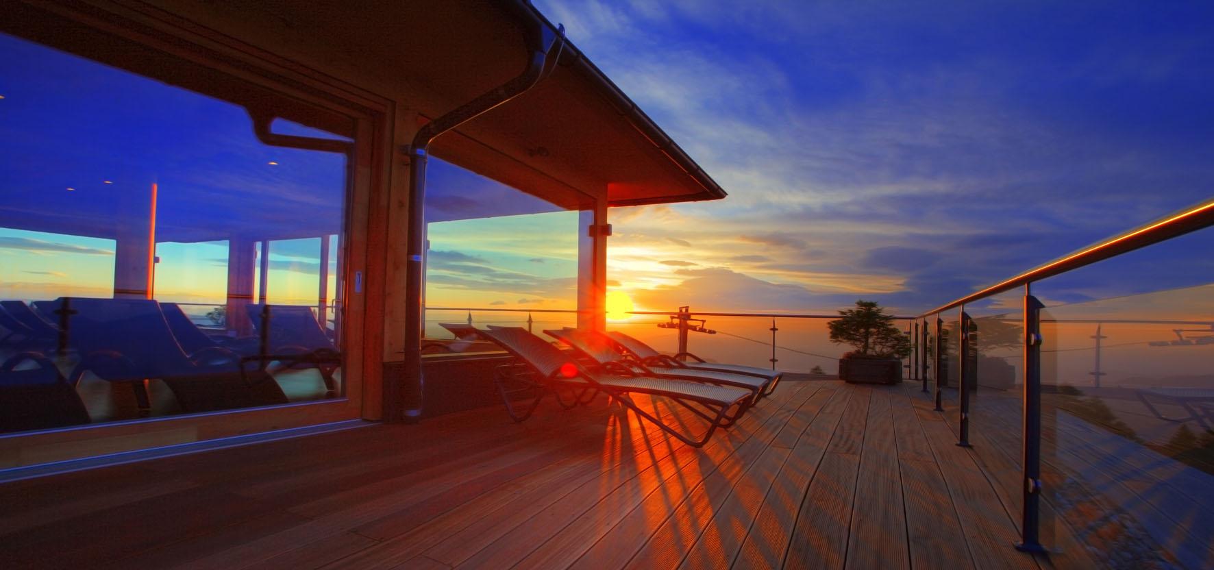 """Einzigartiges Licht begleitetet Ruhe und Meditation im Entspannungsraum """"Wolke 7"""" im Hotel Feuerberg, Foto: Mountain Resort Feuerberg"""