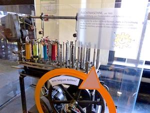 Flechtmaschine zum Ausprobieren Industriemuseum Chemnitz  2016-05-27 Foto Elke Backert