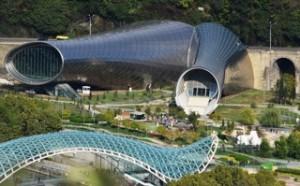 Friedensbrücke mit Amfi Theater und Modern Gallery