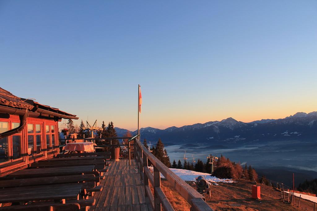 Sonnenuntergangsstimmung auf der Pöllinger Hütte; Foto: Redaktion München/Heiner SIeger