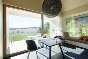 Vom Haus am Feld, einem der drei Rottaler Langhäuser, hat man einen unverbauten Blick auf die Umgebung. Foto: Günter Standl