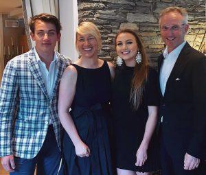 Herzliche Gastgeber: Hubert und Verena Koller mit ihren Kindern Johannes und Sophia. Foto: KOLLERS Hotel