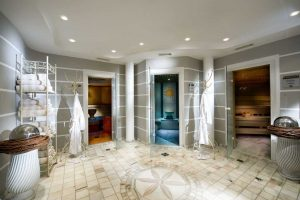 Sauna- und Dampfbad-Benutzung? Kein Problem. Gäste aus einem Haushalt können gemeinsam schwitzen. Foto: KOLLERS HOTEL