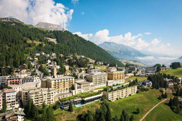 Kulm Hotel St. Moritz: mit Ziegen durch den Zirbenwald