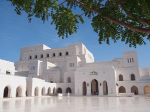 Royal Opera House: außen aus weißem Marmor