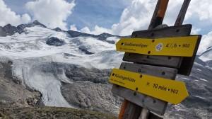 """Der Weg ist das Ziel: Gipfelstürmer, die von Neukirchen am Großvenediger im Salzburger Land losgehen, übernachten auf der Kürsingerhütte. Von dort aus geht's auf die """"weltalte Majestät"""" über imposante Gletscherfelder. Bild: Bauroth"""
