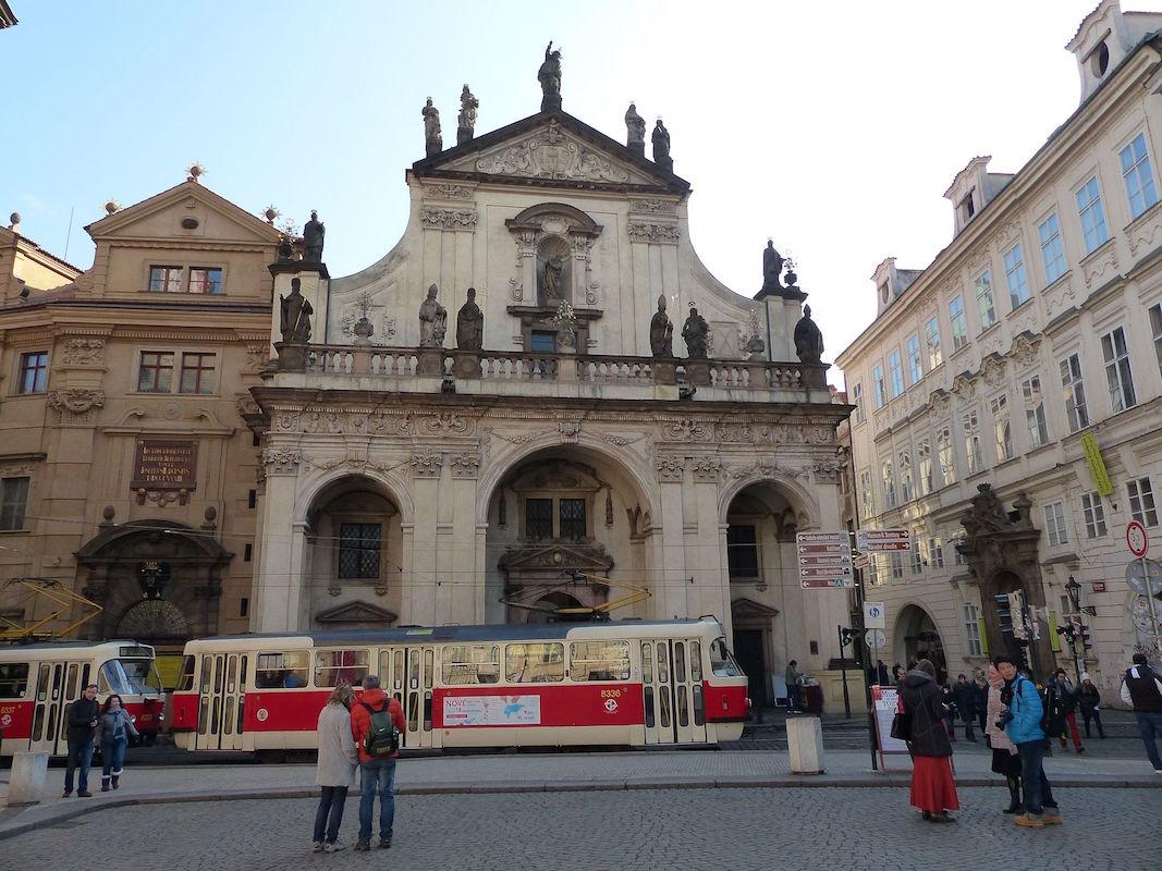 Per Straßenbahn in die Prager Altstadt