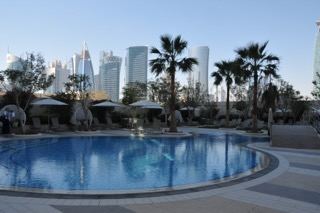 Pool im 7. Stock im Shangri-La Hotel in Doha