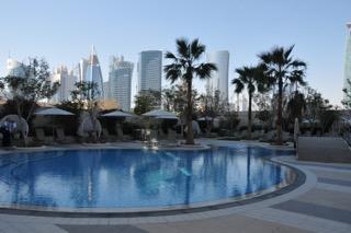 Pool im 7. Stock im Shangri-La Hotel in Doha