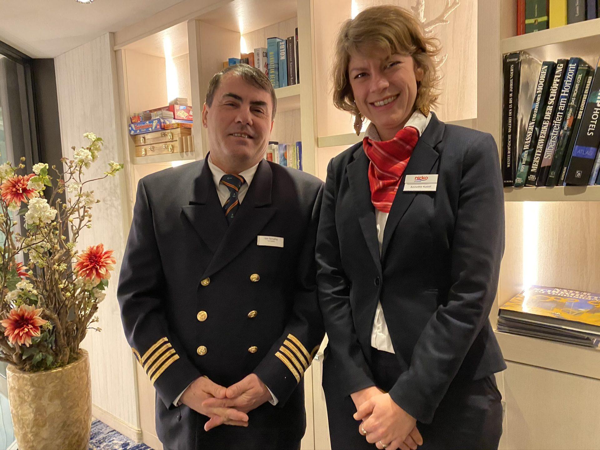 Kapitän und Kreuzfahrtleiterin auf der NickoVISION
