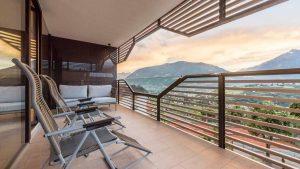 Schenna Resort: Von den Vinea Suiten aus genießen die Gäste einen fantastischen Blick auf die Berge rund um Meran. Bild: Schenna Resort/Niederkofler