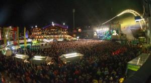 10.000 begeisterte Fans rocken im WM-Park beim Ski-Opening. Foto: Daniel Scharinger