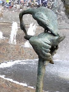 Schwaeneskulptur Brunnen der Lebensfreude Rostock 2016-04-23 Foto Elke Backert (1)