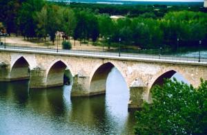 Spanien Toro romanische Duero-Bruecke