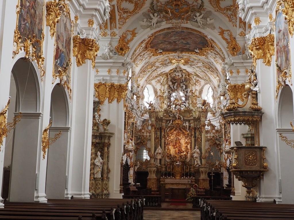 Stiftskirche-zu-Unserer-lieben-Frau-zur-Alten-Kapelle-ein-Meisterwerk-des-Rokoko
