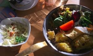 Mittagsteller im Restaurant Goldene Gams: Tiroler Gröstl mit Mini-Krautsalat