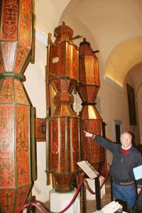 Die Ceri, auf die die Statuen zum historischen Kerzenlauf aufgesetzt werden